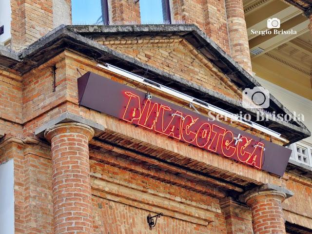 Letreiro Neon da Pinacoteca - OsGemeos