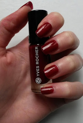 Swatch vernis cerise noire yves rocher