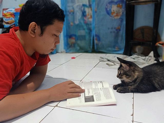 Membaca Bikin Kita Cerdas