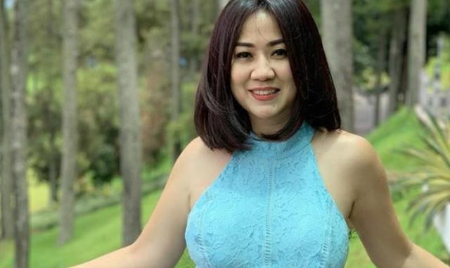 https://kharislalmumtaz.blogspot.com/2020/05/cerita-di-balik-sosok-tante-ernie-yang.html