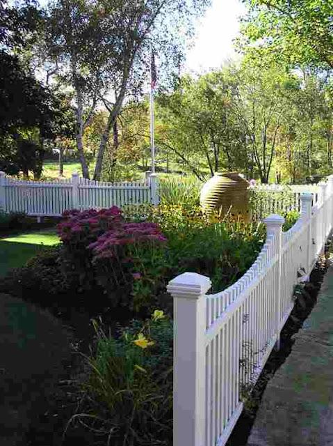model pagar kayu rumah minimalis