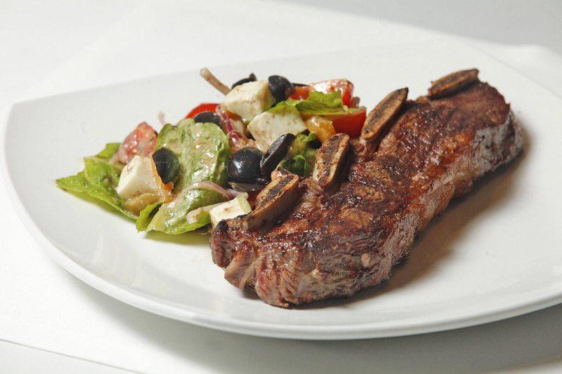 Autoridades recomiendan no compartir y comer en platos individuales en  casa este 18