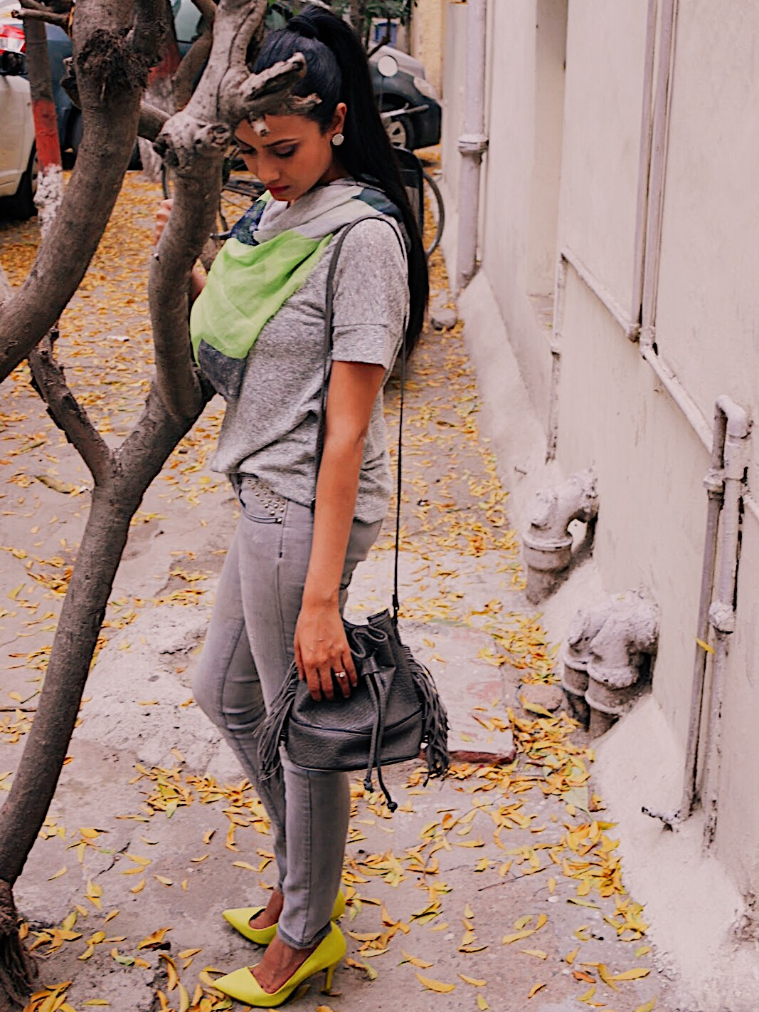 monochrome, grey with neon, lime green, grey with pop of colour, weekend outfit, spring outfit, style grey