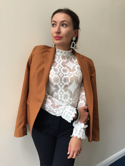 Zara, Zara Girl, Zara daily, Zara Streetstyle, Zara Crochet Blouse, Zara Blazer, Zara Pointy Shoes, Zara Big Earrings, Golden Rose Lipstick, Adriana Style Blog, Blog modowy, Zara Outfit, Moda, Fashion