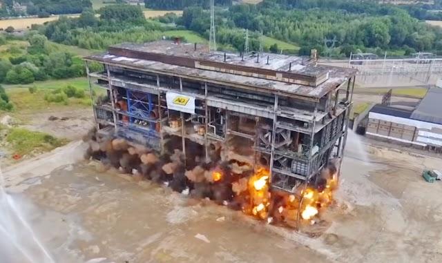 Εντυπωσιακές κατεδαφίσεις με εκρηκτικά (video)