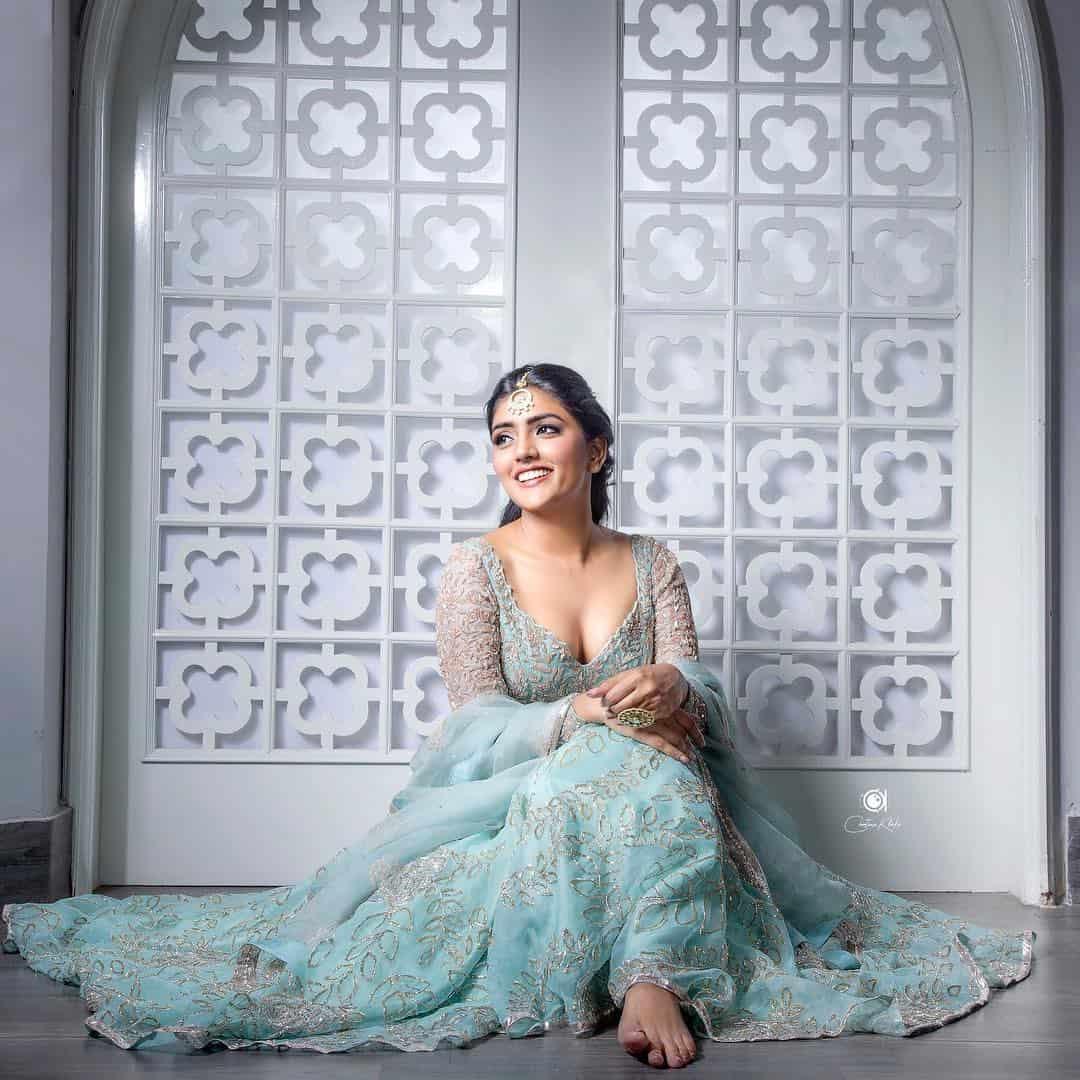 Eesha Rebba Hot Navel Images