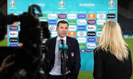 Украинские футболисты и тренер посмели болтать по-русски во время пресс-конференции