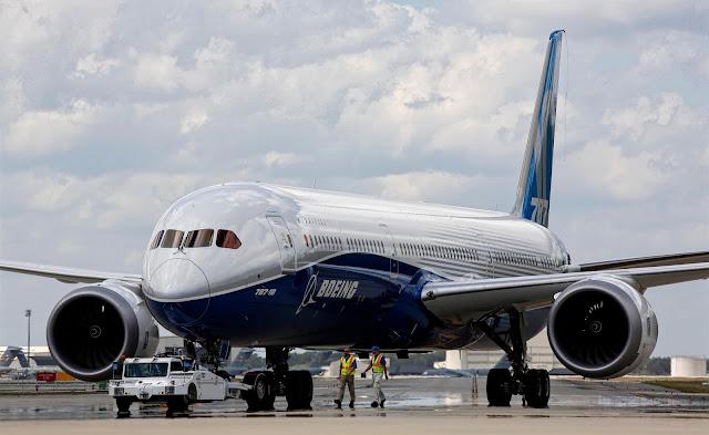 Boeing 787-10 Dreamliner Man Ratio Size Comparison