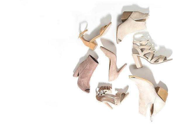 assortiment de chaussures beiges pour femme