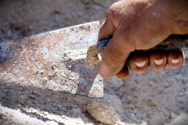 cazzuola-malta-muratore