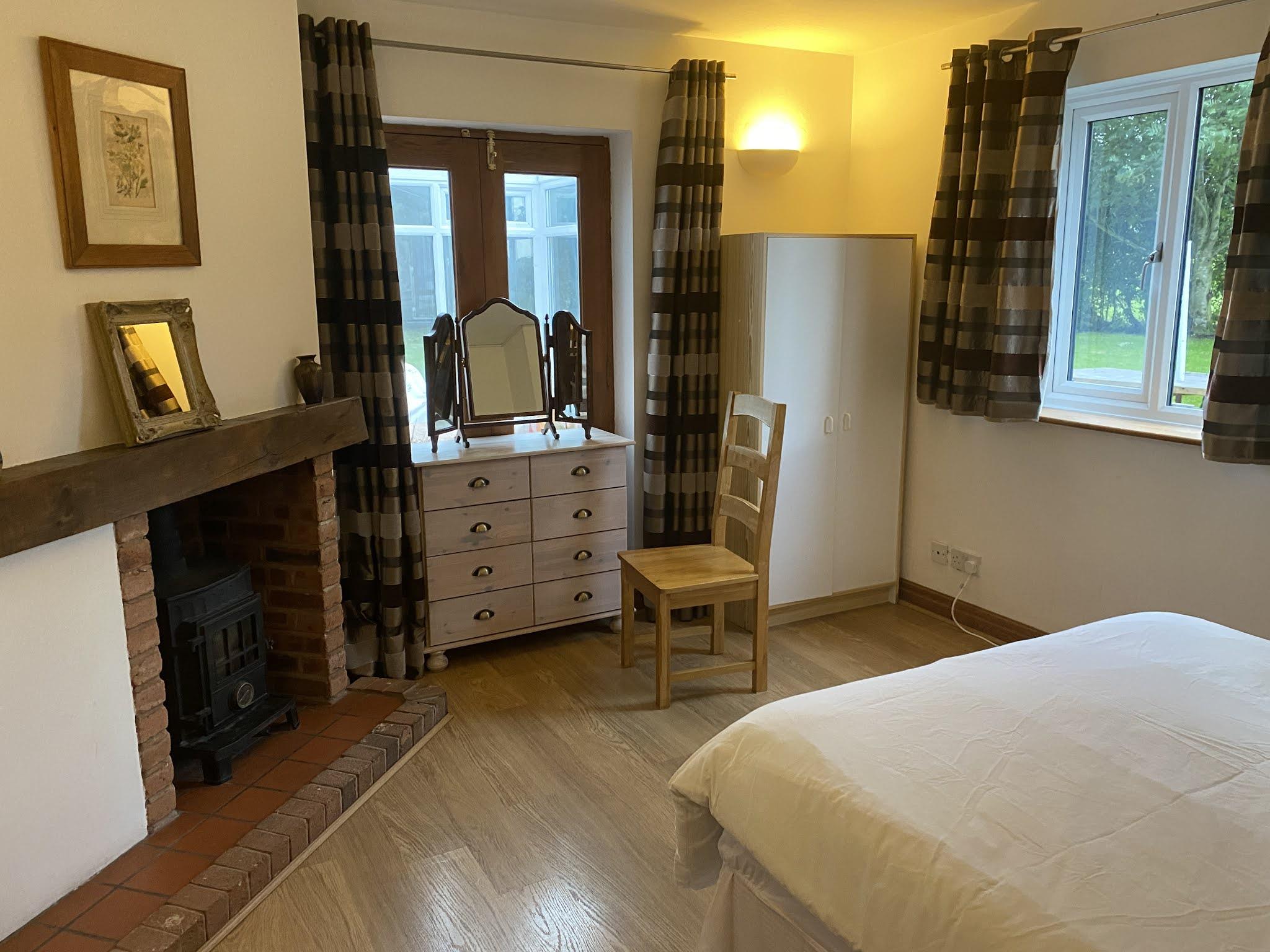 Snowdonia View Farmhouse - downstairs bedroom