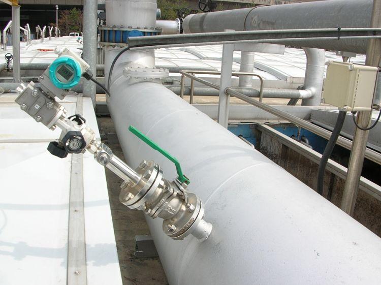 Tubo de Pitot instalado en una tubería industrial