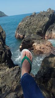 Pantai Tersembunyi Mirip Gigi Hiu di Tanggamus