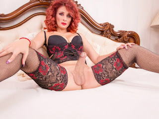 https://www.trannycamx.com/live-sex-chat/shemale/HelenHugeDick