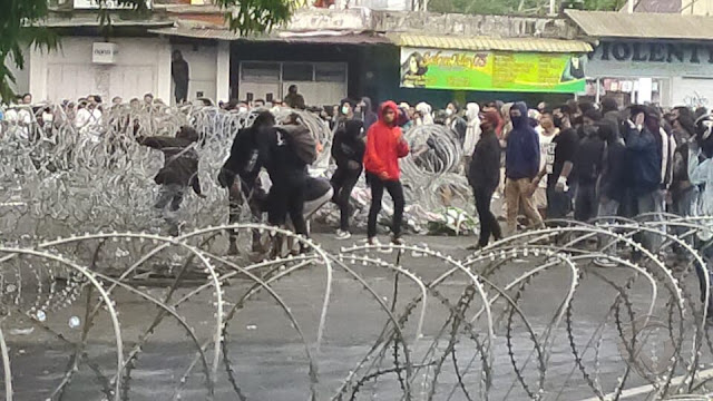 """Demo Tolak Omnibus Law di Jember Diwarnai Ledakan, Mahasiswa Teriak """"Revolusi...!"""""""
