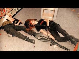 En haut, Eric Harris. En bas, Dylan Klebold. Unis dans la fusillade comme dans le suicide.