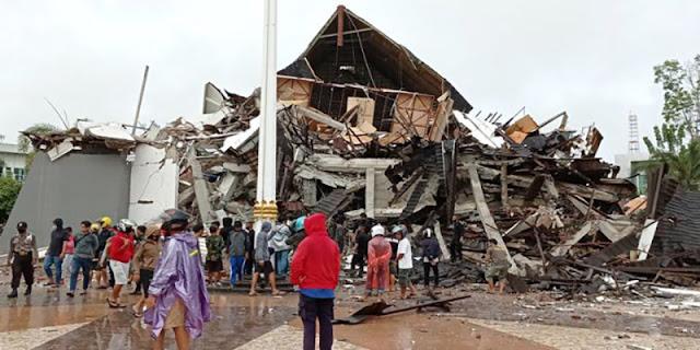 Tokoh Sulbar Annar Sampetoding: Banyak Pasien RS Mamuju Tertiban Runtuhan Bangunan