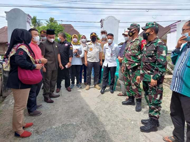 Ketua DPRD H. Fajran Tinjau Kesiapan TPS pada PSU di Desa Dujung Sakti Koto Baru