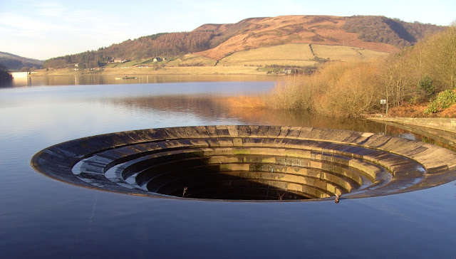 derwent valley reservoir, plug hole in reservoir, ladybower reservoir overflow, england plughole, fairholmes peak district, bamford outlet, plug hole lake, peak district dam