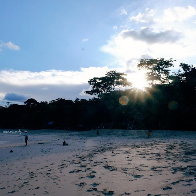 sunset di pantai sendiki malang