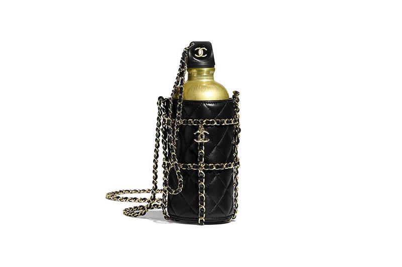 이미지에 대체텍스트 속성이 없습니다; 파일명은 https___hypebeast.com_wp-content_blogs.dir_6_files_2019_11_chanel-flask-logo-bottle-bag-gold-2-1.jpg 입니다.