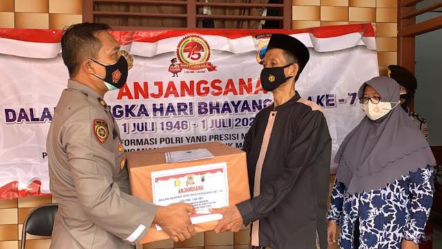 Dalam Rangka Hari Bhayangkara ke 75 Polres Purbalingga Mengunjungi Anggota Sakit