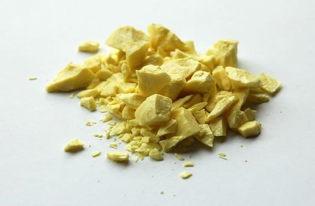 Selain itu, obat yang terbukti efektif adalah sulfur yang dapat menyingkirkan sel-sel kulit mati