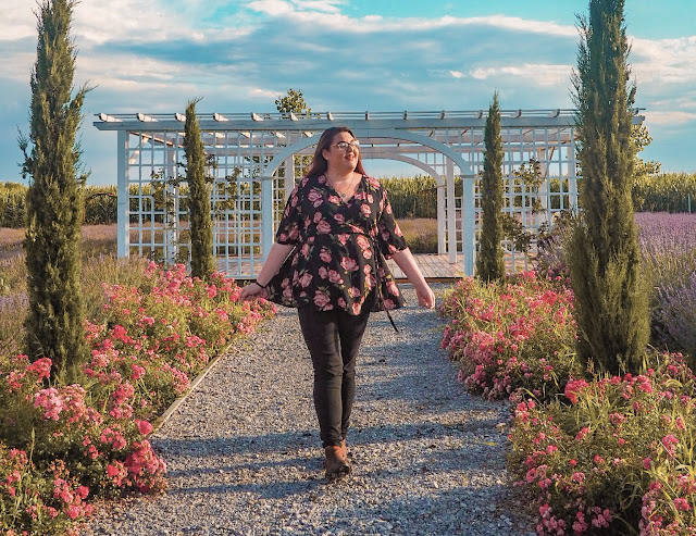 plus size travel influencer in Romania