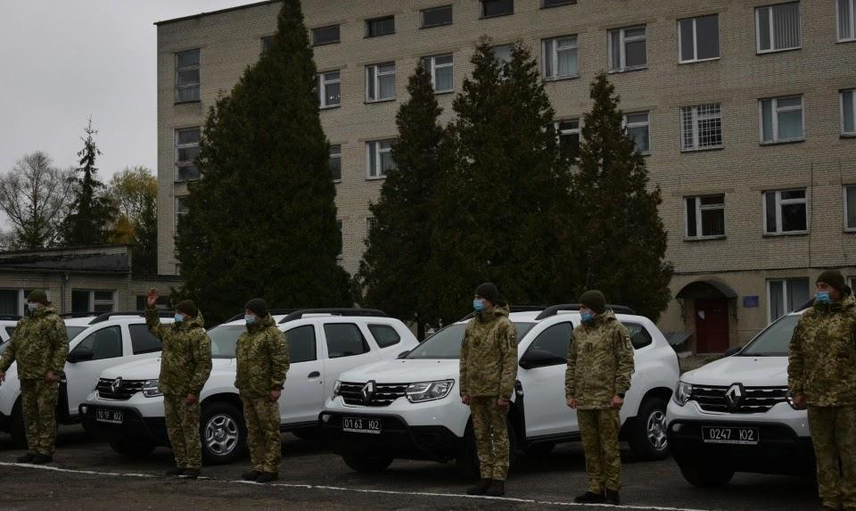 Ще 10 Renault Duster отримали львівські прикордонники