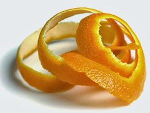Agua de cascara de naranja para la piel