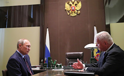 Vladimir Putin with Chairman of Federation of Independent Trade Unions Mikhail Shmakov.