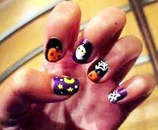 Foto de uñas con diseño por el Día de Halloween