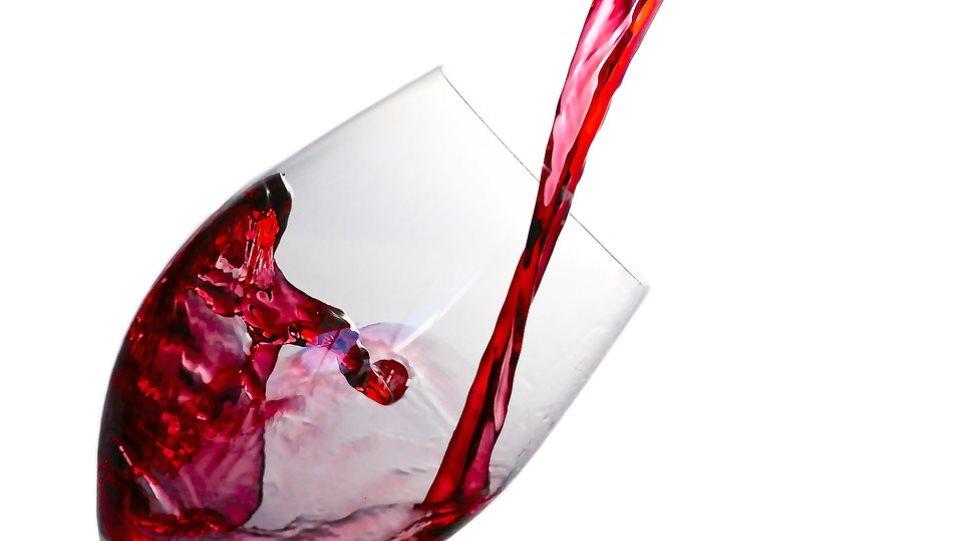 Ένα ποτήρι κόκκινο κρασί πριν τον ύπνο ισοδυναμεί με μία ώρα γυμναστήριο!
