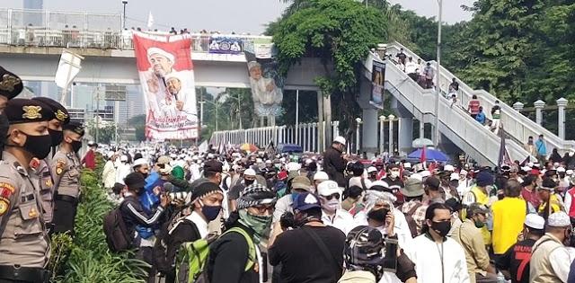 Massa Aksi Tolak RUU HIP Membludak, Jalan Gatot Soebroto Ditutup Total