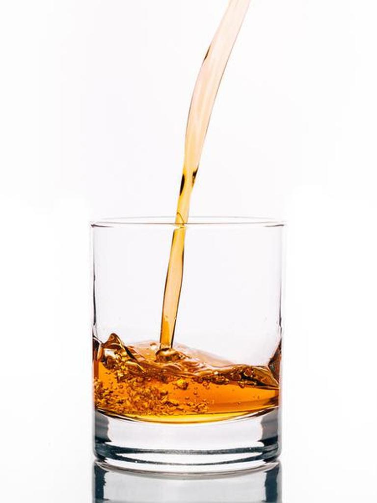 Parte integrante das festividades de natal e ano novo, bebidas alcoólicas podem causar uma série de danos ao organismo, que vão desde o ressecamento de diversas estruturas do corpo até infertilidade.