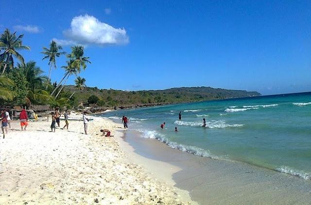 Wisata Pantai Caroline Padang