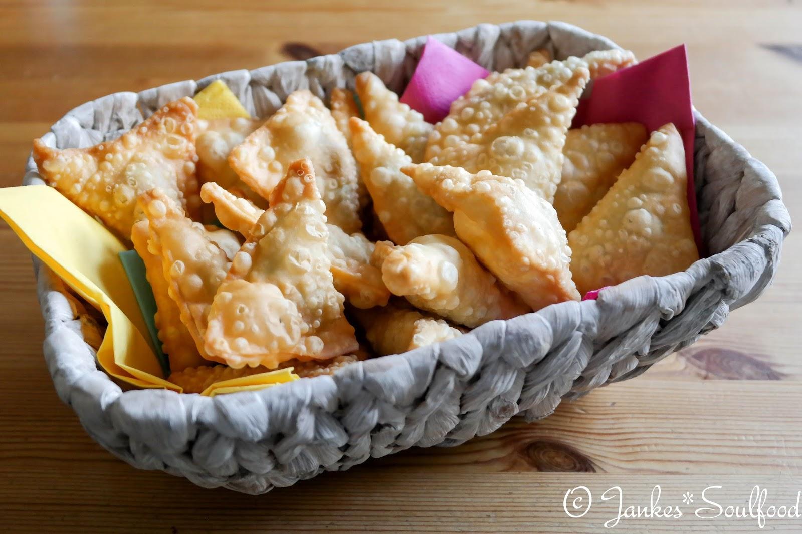 Samosas - vegetarische Teigtaschen aus Indien