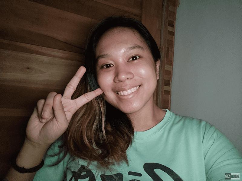Lowlight selfie with screen flash