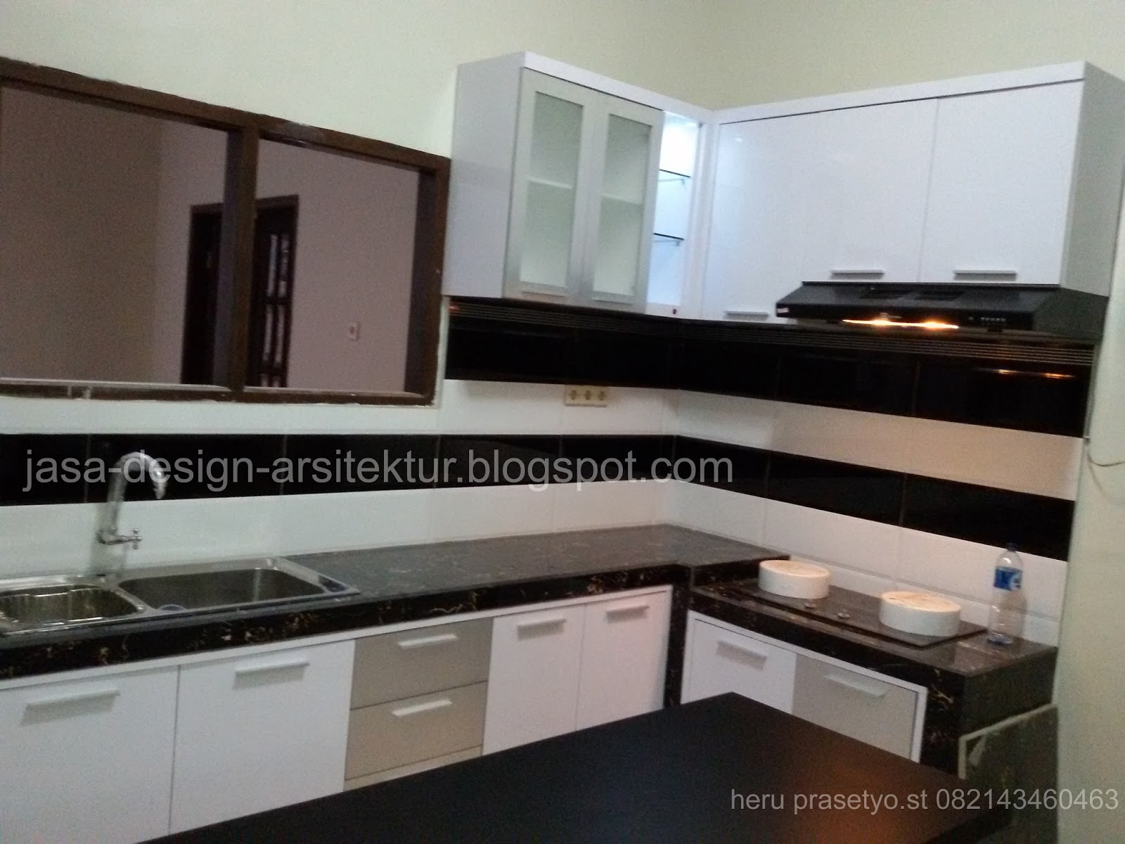 Kontraktor interior surabaya sidoarjo juli 2017 for Kitchen set hitam putih