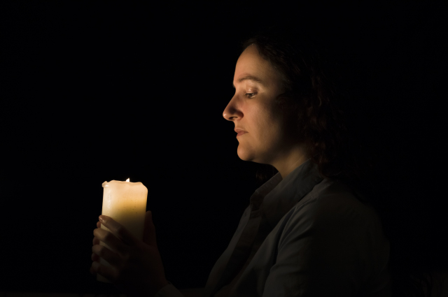 Alasan Mengapa Lilin yang Diberkati Dapat Mengusir Setan