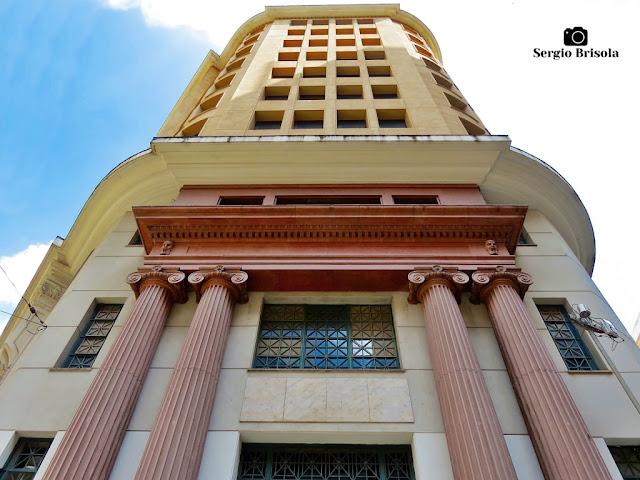 Perspectiva inferior da fachada do Edifício INDUSEG - Centro - São Paulo
