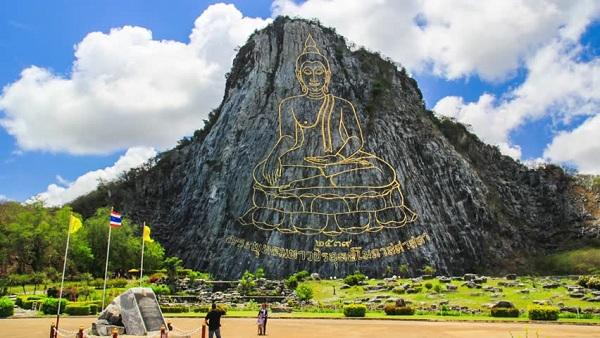 Bức tượng Phật điêu khắc bằng vàng