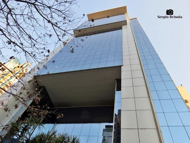 Perspectiva inferior da fachada do Edifício Office Tower Itaim - Itaim Bibi - São Paulo