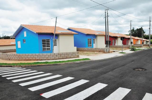 Demora na entrega de casas populares finalizadas há oito meses é alvo de cobrança e críticas  -  Adamantina Notìcias