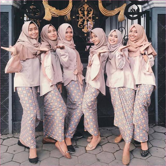 Outfit Baju Bridesmaid Berhijab Ala Selebgram 2018 kebaya kain satin brokat krem rok kain jarit kerudung segiempat pashmina hijab square satin ciput rajut flatshoes ootd outfit kondangan trendy jam tangan