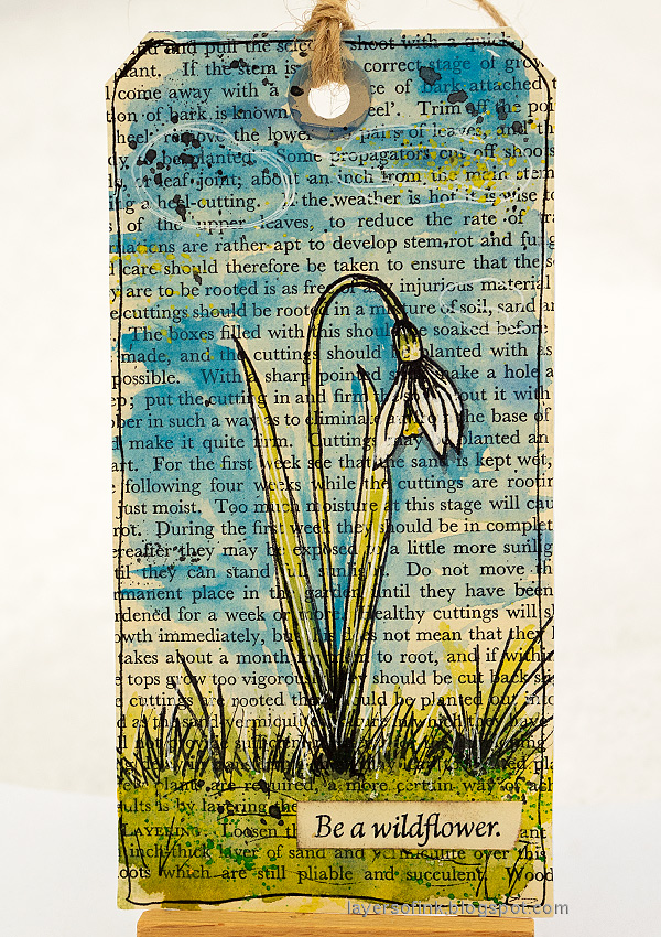 Layers of ink - Watercolor Flowers on Book Paper Tutorial by Anna-Karin Evaldsson. Snowdrop flower.