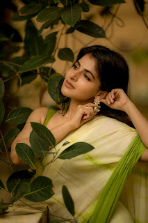 Iswarya Menon Latest Photoshoot Pictures , Iswarya Menon Latest Photoshoot 2021, Iswarya Menon Sexy Latest Photoshoot, Iswarya Menon green saree