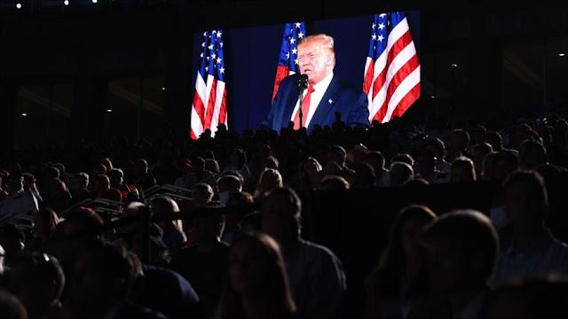 Trump destituye a su jefe de campaña mientras Biden lidera sondeos