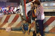 Bình Dương: Người mẹ báห vé số khóc nghẹn khi con trai 2 tuổi bị xe container cuốn vào gầm