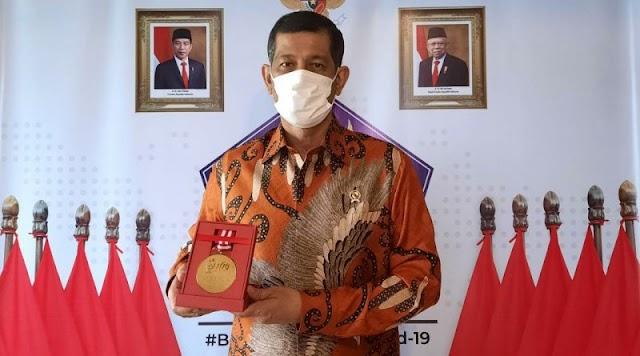 """Menerima """"Medali Emas Kemerdekaan Pers"""",  Doni Monardo : Pers Ujung Tombak Penanganan Covid-19"""